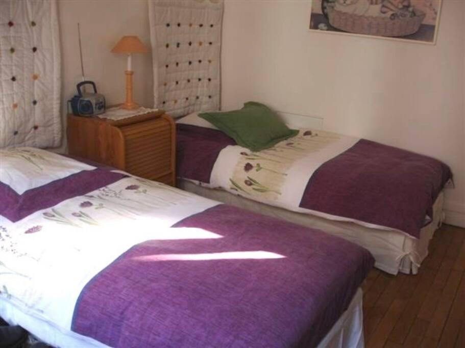 Une autre vue de la chambre. Another view of room.