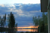 Näkymä talon terassilta järvelle.