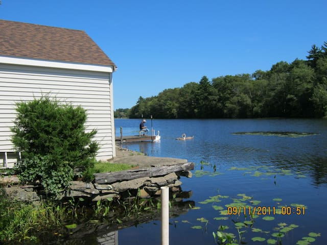 Private Waterfront Cottage.  WiFi. Rowboat - Norton - Kabin