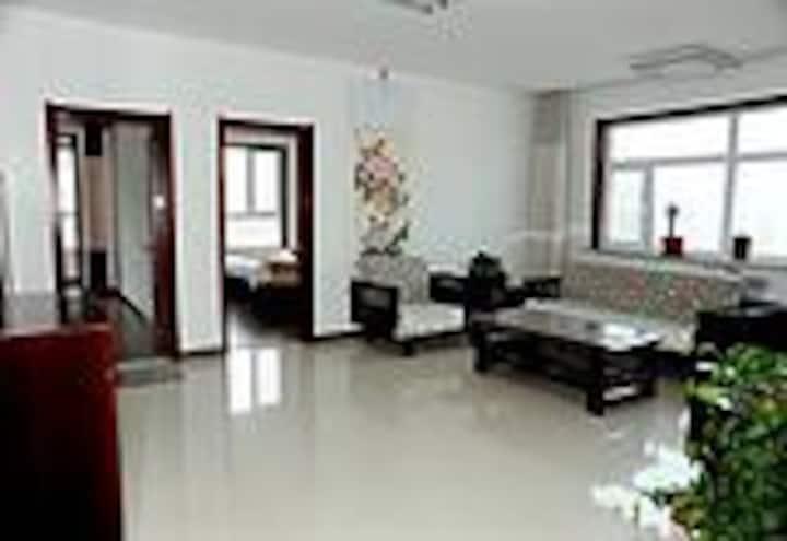 房主自营124平超值大三房 安全整洁舒适 全新床品 免费接送+做饭+电视+wifi+洗衣机
