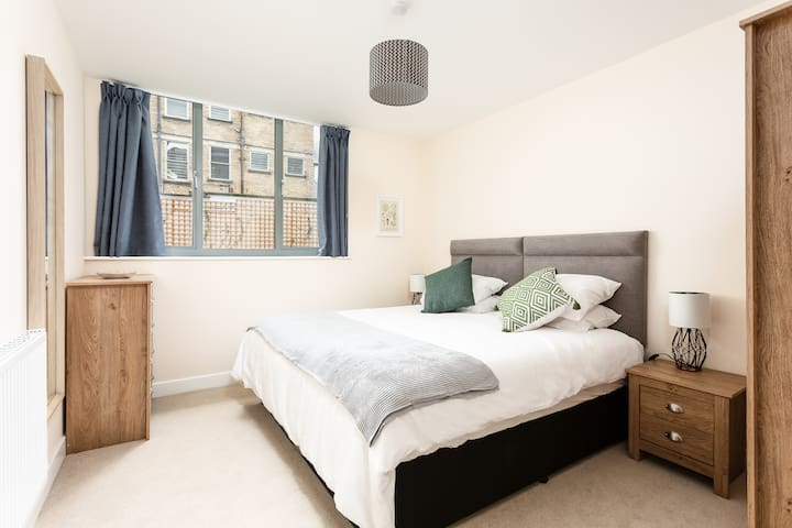 Stylish 2 Bed Modern City Centre Apartment
