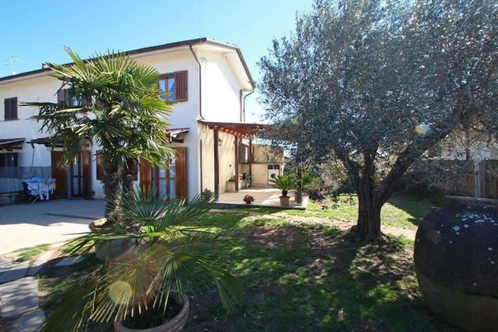 Casa Vitale - 4 People, near Sea & Forte dei Marmi, WIFI, Garden
