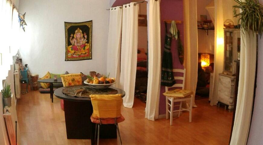 Rural retreat studio 2pax or big house.5min/train. - Borgonyà
