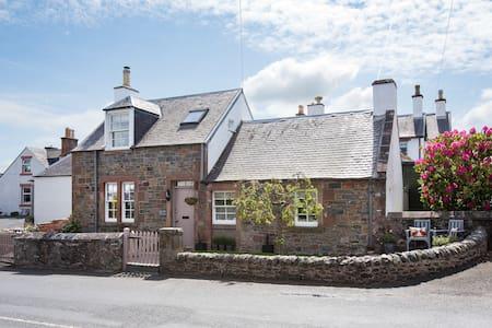 Kirkton Cottage-cosy & luxurious Boutique style
