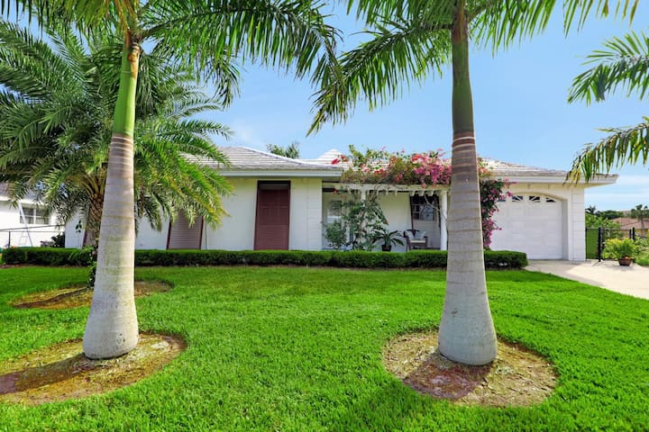Waterfront house w/ heated pool & short walk to all the best restaurants