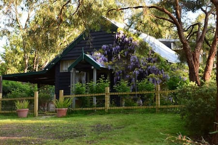 Self Contained eco mudbrick Cottage - Gruyere