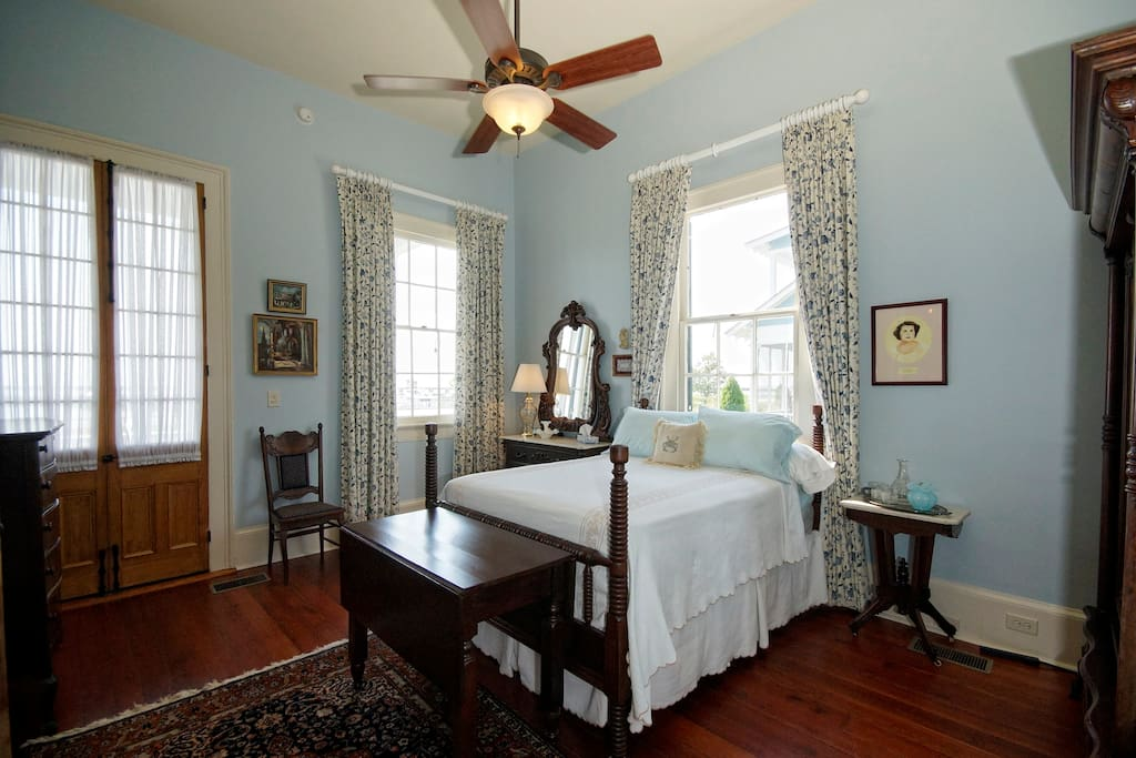 aunt dot 39 s bed and breakfast front suite houses for rent in bay saint louis mississippi. Black Bedroom Furniture Sets. Home Design Ideas
