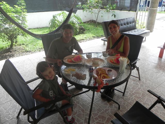 The Best Hostel in Arenal / Hostel Rio Danta - La Fortuna - Villa