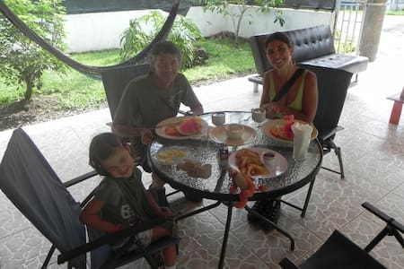 The Best Hostel in Arenal / Hostel Rio Danta - ลาฟอร์จูน่า