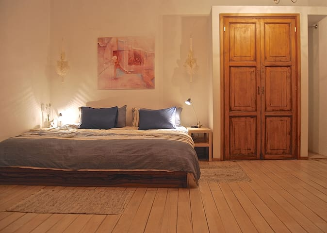 master bedroom with king-size bed  (2 x 2 mts)