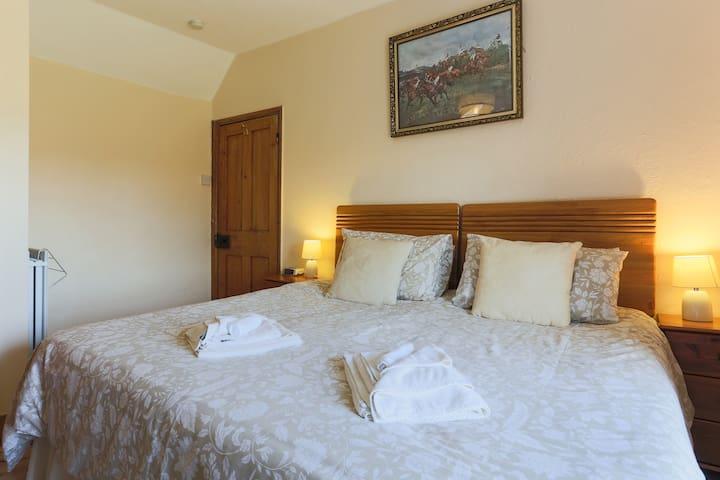 Room 2 Dahlia (2 of 3) - Truro - Bed & Breakfast