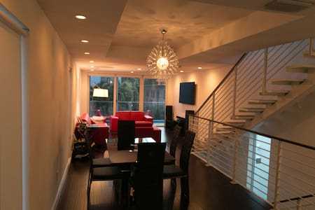 HUGE Modern Lux 3 bedroom Townhouse - Miami Beach - House