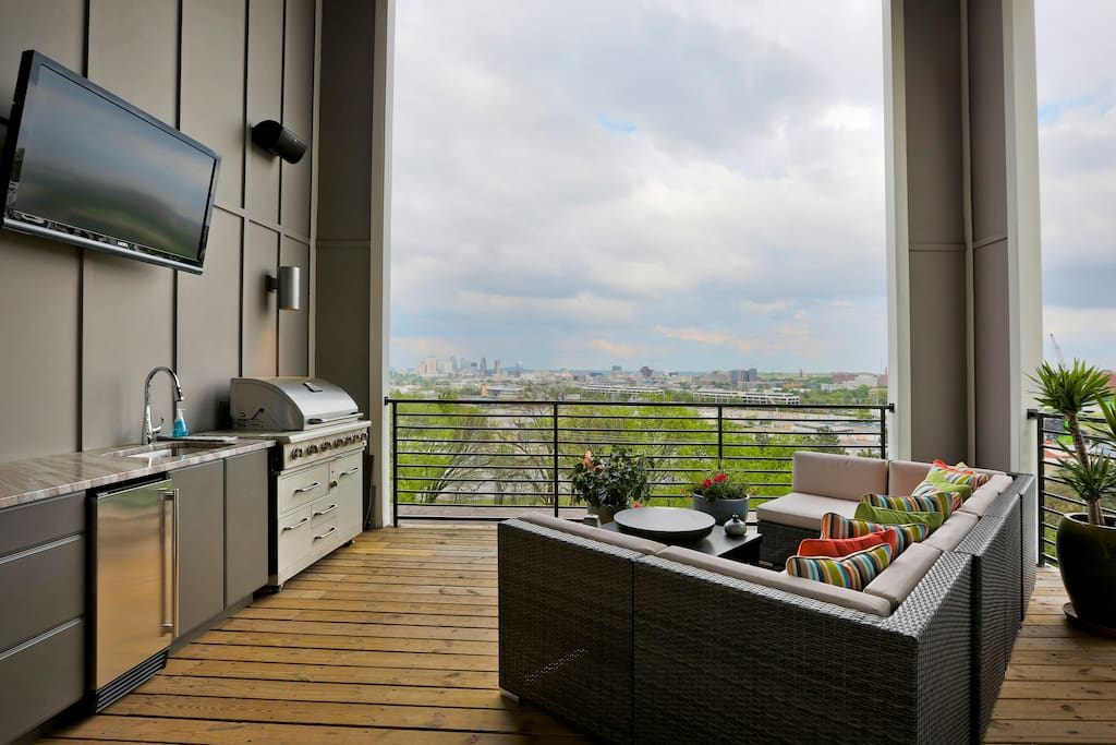Covered Roof Top with Outdoor Kitchen with Awesome views of Downtown