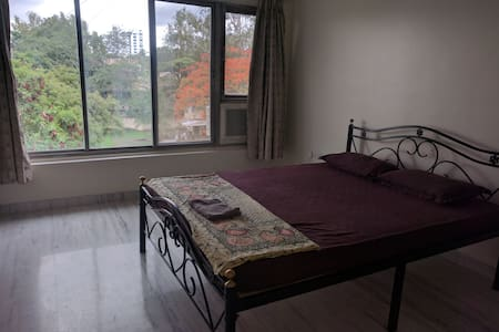 Quiet ensuite in Lane B Near Osho & German Bakery - Pune