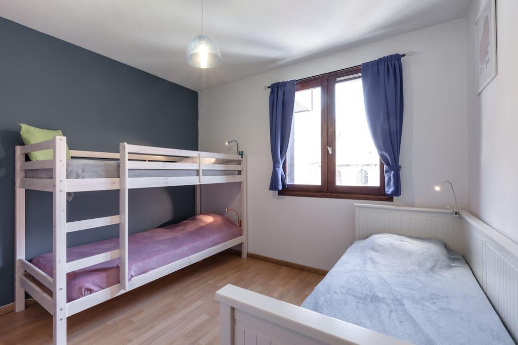 2ème chambre et bureau, 1 grand lit double de 160x200 et 2 lits superposés 90x200