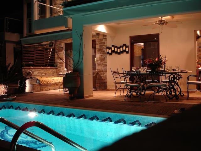 Πανέμορφη παραθαλάσσια μεζονέτα - Neos Marmaras - House