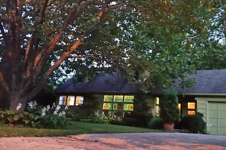 Garden Retreat Near Downtown - Des Moines