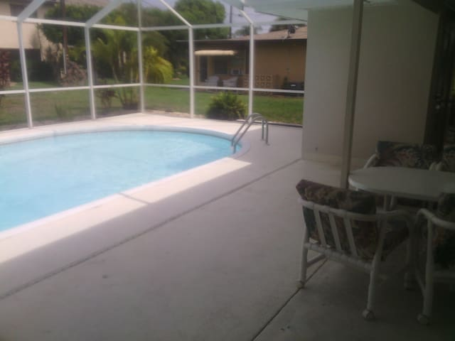 Studio with Pool in SE Cape - Cape Coral - Lejlighed