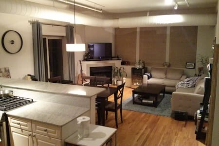 Chic 1BD + 1BA in Contemporary Loft