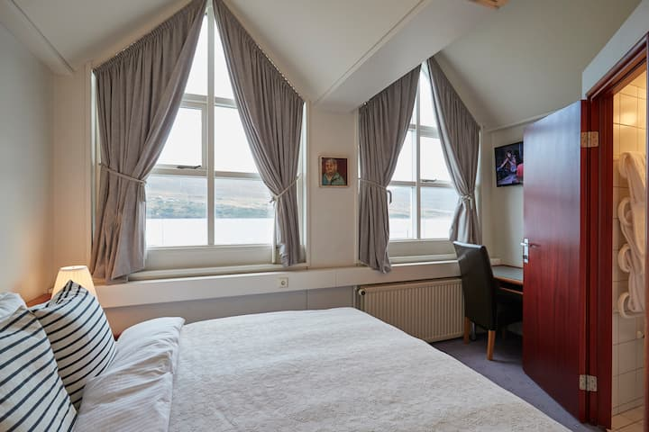 Cozy Double Room W. Ocean View @ Hotel Akureyri