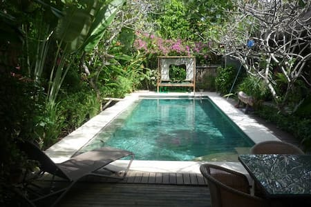 Center seminyak ''coconut lodge''