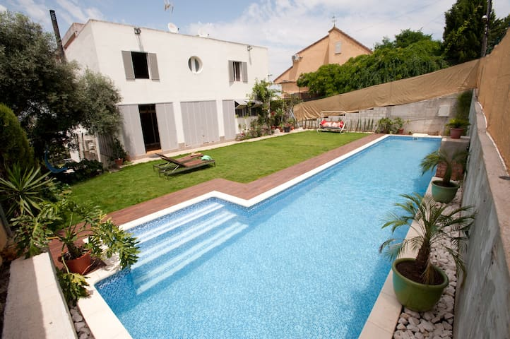 Lovely studio with pool and garden