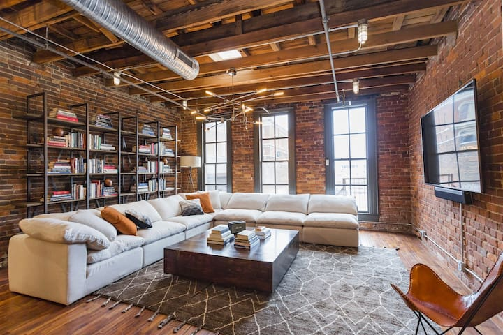The Library - Music City - Downtown Penthouse