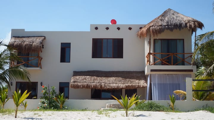 LA PUERTA AZUL Beautiful Beach Home