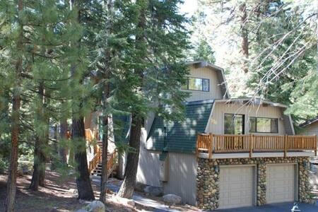 Creekside Lodge. Close to Beaches and ski resorts