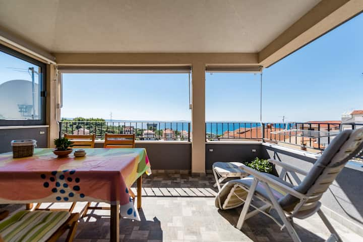 Happy sunny 3BD apt. with seaview