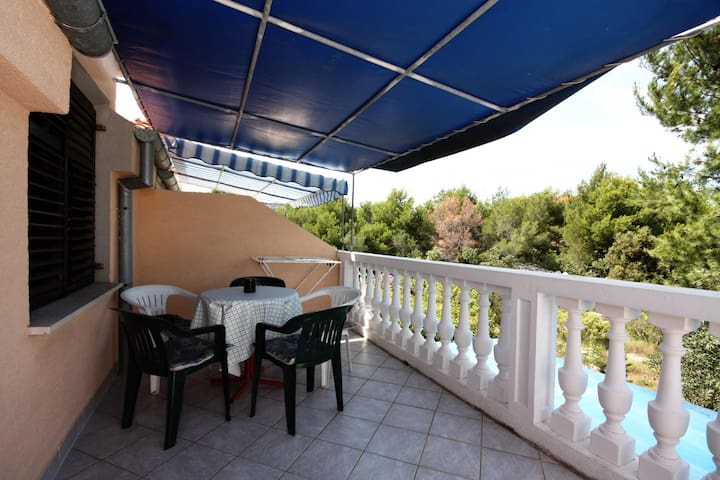 One bedroom apartment with terrace Jezera (Murter) (A-5083-a)