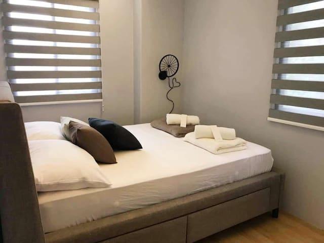Bedroom 1 second floor - queen size bed