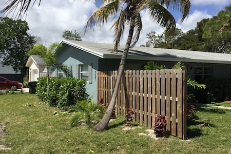 Downtown Oakland Park Wilton Manors Large yard