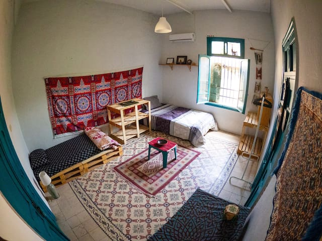 Sunny Room in 100 y/o Renovated Ammani House