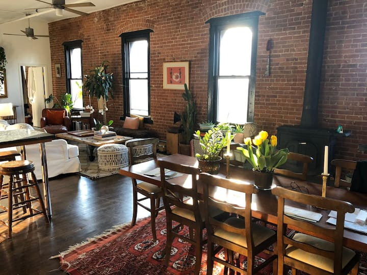 BEAUTIFUL 3 BED LOFT WITH FIREPLACE AND DECK VIEWS