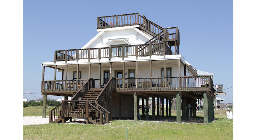 """All Decked Out"" a beach house with room to spare - Dauphin Island - Hus"