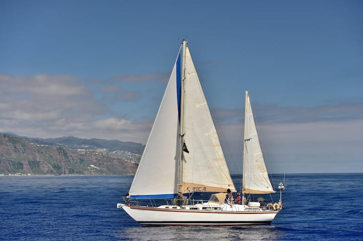 Sleeping on a Sailing Yacht S PICA