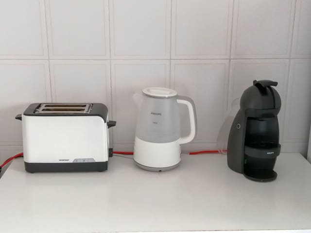 Toaster,  kettle and Delta expresso machine