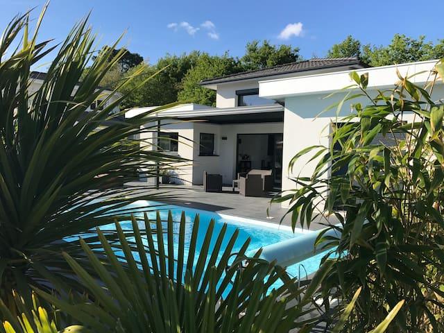 Maison d'archi piscine entre Bordeaux et océan