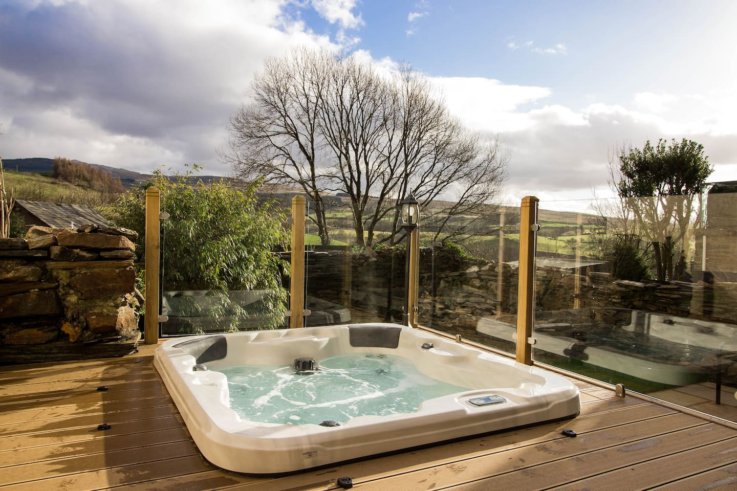luxury cottage with hot tub in wales