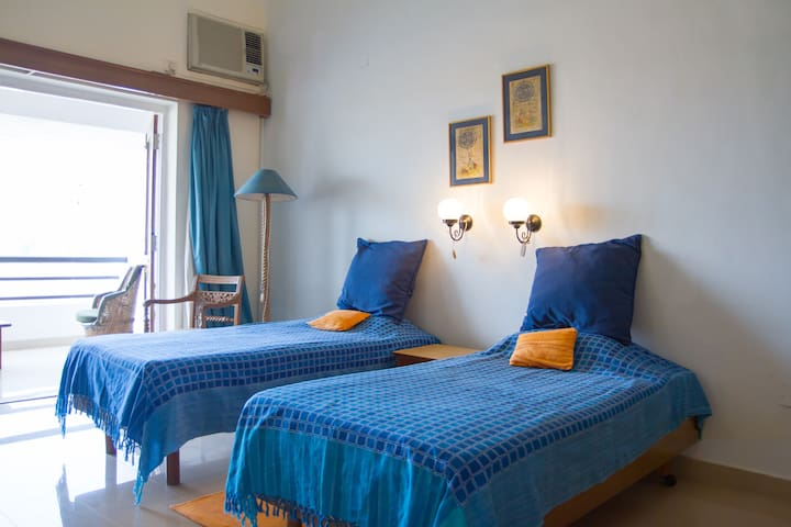 Sea Facing Room with Sit-Out 10B - Cavelossim - Leilighet