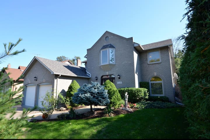 Fully Renovated, Luxurious Oakville Home