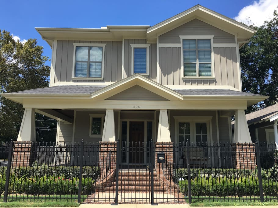 Private bed bath in craftsman style home houses for rent for Craftsman style homes for sale in texas