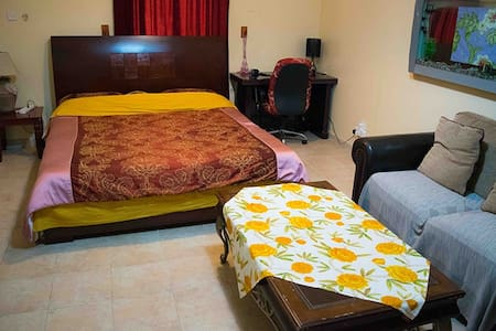 MooJee House (A Double Bed Room)(G) - Doha - 别墅