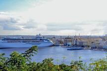 Havana Port.  Puerto de La Habana.