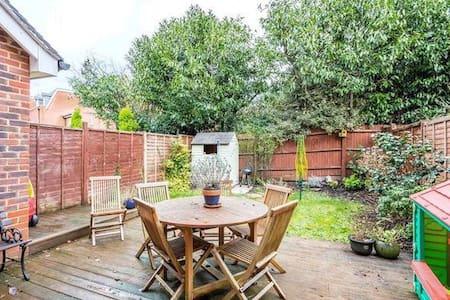 3 bed semi, gated, garage - Englefield Green - Σπίτι