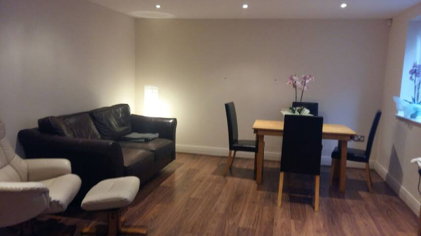 Modern 2 Bedroom Apartment in Claygate