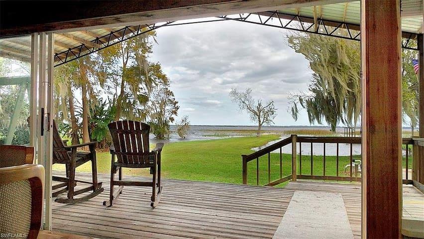 Cottage on 26,000 acre Lake Istokpoga.