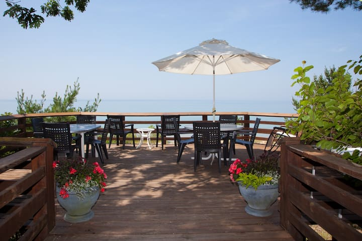 Family cottage on Lake Michigan with private beach