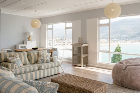 Spectacular views await at the Cove-Upper Level - Cape Town